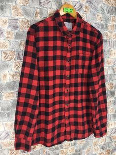 Excited to share this item from my #etsy shop: Flannel Checkered Shirt Unisex Large Red Tartan Plaid Checked Vintage 90s Indie Boho Grunge Button Up Plaid Oxfords Size L #womenflannelshirt #vintageflannel #brideflannel #90sgrungeflannel #redtartanflannel #redblackflannel #casualflannelmens #hipsterflannel #grungeflannelshirt Red And Black Flannel, Boho Grunge, Tartan Plaid, Flannel Shirt, Oxfords, Indie, Etsy Shop, Unisex, Button