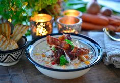 Verdens beste kyllingsuppe med bacon - Franciskas Vakre Verden Nom Nom, Bacon, Food And Drink, Eat, Ethnic Recipes, Desserts, Deserts, Dessert, Postres