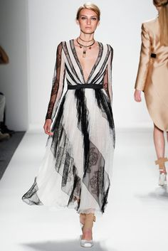 See the complete Zimmermann Spring 2014 Ready-to-Wear collection.