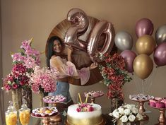 Learn the best Ideas to decorate a Party for a 20 year old woman through proposals: You deserve what you Dream, so do not hesitate to celebrate the best Giant Number Balloons, Helium Balloons, Balloon Arch, The Balloon, Birthday Decorations, Table Decorations, Neon Party, Birthday Woman, Party Themes