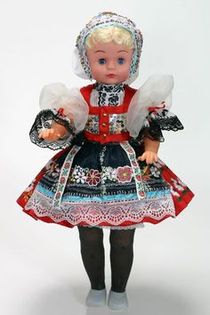 Czech Dolls in Traditional Folk Dress and National Costumes Girl Doll Clothes, Barbie Clothes, Girl Dolls, Country Costumes, Polish Embroidery, Effanbee Dolls, Costumes Around The World, World Thinking Day, New Dolls