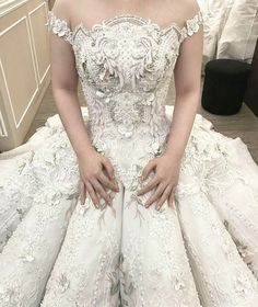 Normally haute couture wedding dresses like this can be quite exoensive. That is why we have brides from all over the globe asking us to make affordable replicas of couture #weddingdresses that look similar but are a fraction of the cost. We can work from any picture you have. Get pricing on #replicaweddingdresses when you visit www.dariuscordell.com/