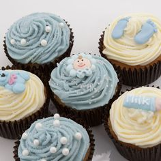 Help mum-to-be celebrate her new baby boy with these adorable themed cupcakes.  Perfect for any baby shower or maternity-leave send off in the office! £28 available from Mummy Hampers.