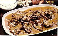 Maroulita: Νουά με σάλτσα μανιταριών Christmas Cooking, Greek Recipes, Pork, Food And Drink, Cooking Recipes, Tasty, Beef, Breakfast, Greek Beauty