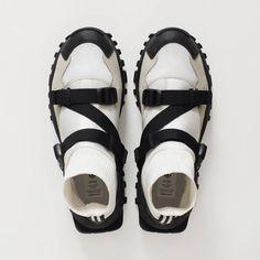 adidas Originals by HYKE 2016 FW http://feedproxy.google.com/fashiongoshoesa3