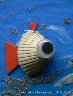 Visjes van schelpjes knutselen... Dit gaan we proberen in de paasvakantie, als we een weekje aan zee zijn!