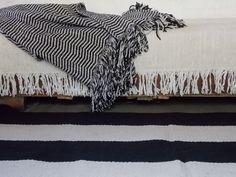 ALFOMBRAS y MANTAS tejidas en telares propios, en una semana estan listas y se lavan en lavarropas!! http://www.laszainas.com.ar/alfombras/alfombras-estandarizadas/