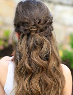 After a lot of deliberation you may have found the dress but still not at ease for the hairstyle of prom night you are going to attend. Braids are the entire craze these days. Before eliminating braids hairdo check out these braided prom hairstyles. These can be elegant, stylish, romantic and perfectly glamorous. #hairstraightenerbeauty #BraidedPromHairstyles #BraidedPromHairstyleshalfup #BraidedPromHairstylesforlonghair