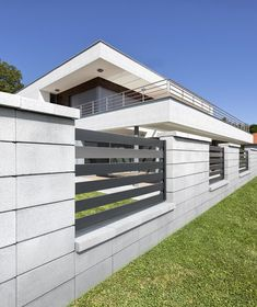 Ogrodzenia metalowe - Eleganckie ogrodzenia metalowe - Drewbet Fence Wall Design, Front Yard Garden Design, Modern Fence Design, House Gate Design, Front Yard Fence, Modern Exterior, Interior Exterior, Compound Wall Design, Building Foundation