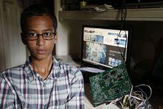 Ahmed, 14 ans, arrêté au Texas pour avoir fabriqué une pendule suspecte LE MONDE | 17.09.2015 à 00h04 • Mis à jour le 17.09.2015 à 06h53 | Par Gilles Paris (Washington, correspondant)  Photo: Vernon Bryant / AP