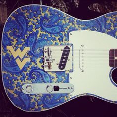 Brad Paisley's WVU guitar <3 Mountaineers!
