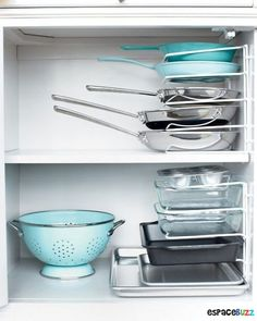 Space efficient pots & pan storage using wire filer on it's side // kitchen organizing tricks