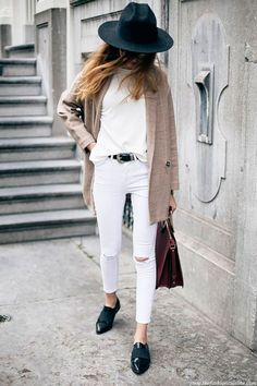 25 Outfits Que Harán Que Tus Jeans Blancos Sean Tus Pantalones Más Versátiles | Cut & Paste – Blog de Moda