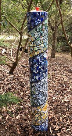 Mosaic Garden Art, Mosaic Flower Pots, Murs Roses, Garden Poles, Magic Garden, Olive Garden, Mosaic Madness, Mosaic Crafts, Glass Garden