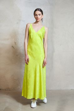 Bias-cut lime green midi dress from Lilli Jahilo Resort 2016
