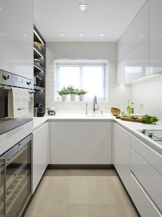 10 Designs Perfect for Your Small Kitchen - Design della cucina Ikea Galley Kitchen, White Galley Kitchens, Kitchen Layout, New Kitchen, Home Kitchens, Kitchen Small, Gally Kitchen, Kitchen White, Kitchen Interior