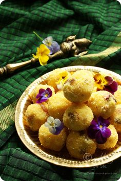 Rava Laddu (Indian sweet made using roasted Semolina, Ghee, Coconut, Cashews and Raisins and laced with heady aromatic Cardamom and Saffron) #recipe