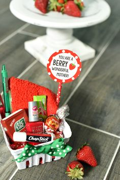 Cute and Creative Mother's Day Gift Idea This cute berry themed gift is a fabulous gift idea for friends, teachers or mom. A cute way to tell someone to have a great day-it's a combo of cute red and green items packaged up to look like a strawberry. Cute Mothers Day Gifts, Diy Gifts For Mom, Mothers Day Crafts, Homemade Gifts, Mother Gifts, Cute Gifts, Crafts For Kids, Bff Gifts, Small Friend Gifts