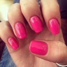 Nail art; pink, glitter