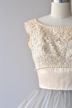 Storybook dress vintage 1950s dress lace 50s dress by DearGolden Vintage 1950s Dresses, Vestidos Vintage, Vintage Wear, Vintage Outfits, 60s Dresses, Vintage Party, Pretty Outfits, Pretty Dresses, Beautiful Dresses