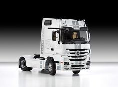 Italeri 3884 Mercedes-Benz Actros Mp3 Black Liner / White Liner
