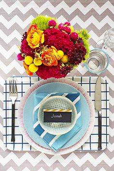 Layer more prints on top of your favorite tablecloth by placing dinnerware on top of peppy trays. Click through to see more of the best Thanksgiving table setting ideas! #thanksgivingplacesettings #thanksgivingtablesettingssimple #thanksgivingplacesettingsdiy #easythanksgivingplacesettings