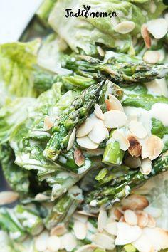 Wegański Cezar ze szparagami » Jadłonomia · wegańskie przepisy nie tylko dla wegan