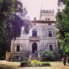 questa � Villa Orlando, bellissima, � nascosta nel verde di Torre del Lago