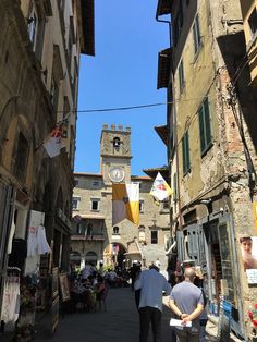 Tuscany By Train ~ 10 Fabulous Day Trips From Florence - Corinna B's World By Train, Bologna, Time Travel, Day Trips, Tuscany, Florence, Places To Visit, Street View, Italy
