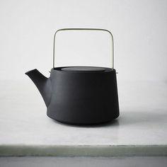 This is the black teapot by Anna Lerinder So minimal but elegant. via- teapot, design, simple