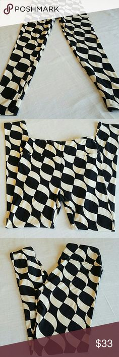 Retired link leggings Lularoe OS leggings. Soft and never worn. Tried on and handwashed and stored in my dresser.  Never found anything To wear with them so I am selling at a reasonable price. These go for $49 on Poshmark. Wow, right. PLEASE ASK? Before bundling or purchasing. Thank you... peace, Love and leggings.... LuLaRoe Pants Leggings