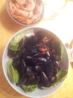 Färska räkor och vitlöks musslor/ fresh shrimp and garlic clams