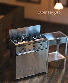 Nunu's house miniature steel stove in scale Tiny Furniture, Barbie Furniture, Miniature Furniture, Dollhouse Furniture, Miniature Rooms, Miniature Kitchen, Miniature Houses, Miniature Figurines, Modern Dollhouse