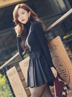 スカート「スウェードフレアプリーツキュロット」を使ったスタイルオンミ(スタイルオンミ)のコーディネートです。WEARはモデル・俳優・ショップスタッフなどの着こなしをチェックできるファッションコーディネートサイトです。 Fashion Models, Girl Fashion, Womens Fashion, Modelos Fashion, Cosplay, Dressy Dresses, Basic Outfits, Asia Girl, Korean Model
