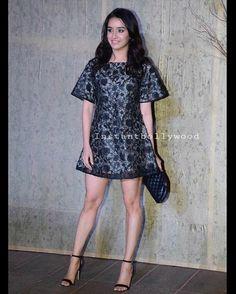 Parineeti Chopra and Shraddha Kapoor grace Manish Malhotra's birthday bash hosted by Karan Johar Sraddha Kapoor, Parineeti Chopra, Karan Johar, Manish Malhotra, Brunette Girl, Nice Legs, Birthday Bash, Bollywood Actress, Sexy Legs