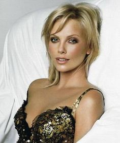Charlize Theron could be a great Mrs.might be a tad too young though. I Love this woman: Charlize Theron, Simple Beauty, Class & Perfection at it Best Charlize Theron, Beauty Make-up, Beauty Hacks, Hair Beauty, Beauty Tips, Wedding Hair And Makeup, Hair Makeup, Eye Makeup, Bronze Makeup