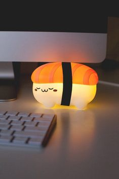 This piece of sushi has been reincarnated as a ambient light to keep you company. This battery operated night light is perfect for your work desk or bedside table.