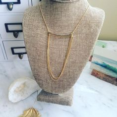 IF I were going out tomorrow night.this would be around my neck. 😍👌🏼💎 Pave diamond bar necklace with a falling triple chain detail. Diamond Bar Necklace, Gold Necklace, Custom Jewelry, Handmade Jewelry, Big Diamonds, Bridal Accessories, Straw Bag, Going Out, Chain