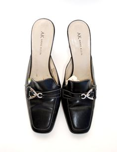 Awesome Loafer Anne Klien mules, marked size 8 1/2. These mules are made of genuine leather . The leather is in mostly good condition, there is some