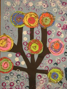 The Grade students studied Wassily Kandinsky and abstract art. They each were able to make a cicle for the large collaboration . Klimt, Grade 1 Art, First Grade Art, Grade 2, Tree Collage, Tree Art, Henri Matisse, Pablo Picasso, Kandinsky Art
