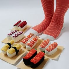 Masuzushi Sushi Sock Set: 6 types of sushi socks pairs). Folded, these look like sushi. for when you want to wear sushi on your feet but not stink. Justin Bieber, Fish Fashion, Holiday Bread, Top Mode, Japanese Sushi, Japanese Market, Japanese Harajuku, Sushi Restaurants, Sushi Recipes