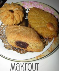 Types of the Algerian cookie called Maqrout