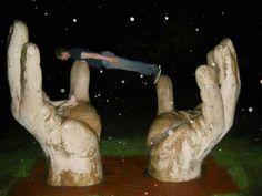 Planking, thumbs up! Dream Catchers, Walking In The Rain, School Boy, Planking, Cool Stuff, Funny Stuff, Geek Stuff, Lol, Humor