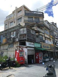 消えゆく風景…沖縄の戦後復興を思わせる雑然とした昭和レトロな建物が素敵「九龍城みたい」 - Togetterまとめ