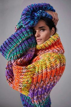 TricotGrandeur: Exaggerated Turn Back - Pull en maille cardigan NOVIS Source by henriettemarkt Knitwear Fashion, Crochet Fashion, Rainbow Cardigan, How To Purl Knit, Fancy, Knitting Designs, Colorful Fashion, Pulls, Color Combos