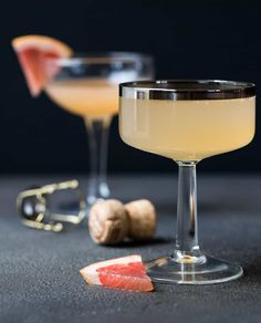 Need a festive and easy cocktail for your next party? This crowd-pleasing Ginger Grapefruit Prosecco Cocktail recipe is perfect for brunch or happy hour!