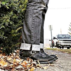 """Dennis Gustitus on Instagram: """"... chilly start to this Sunday morning! Make it a great one! #selvedgesunday  ________________________________________________ •••…"""" Fashion Boots, Mens Fashion, Engineer Boots, S Man, Man Style, Sunday Morning, How To Make, Instagram, Shoes"""
