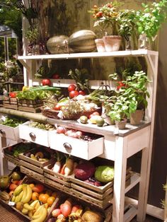 fresh produce and a useful hutch. makes me want to get in the garden.