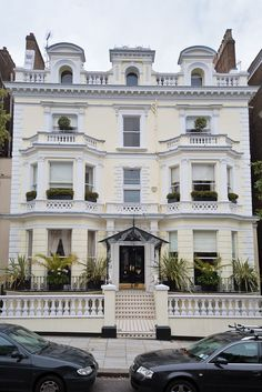 London townhouse (sort of how I picture the St. Claires' house!)