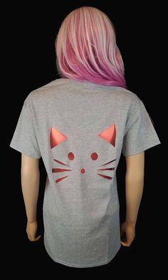 Diy Cut Shirts, T Shirt Diy, Mom Shirts, Band Shirts, Cut Shirt Designs, Cut Up T Shirt, Maxi Skirt Outfits, Diy Wardrobe, Clothing Hacks
